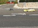 https://www.ragusanews.com//immagini_articoli/15-04-2018/investito-ciclista-rotatoria-marina-ragusa-100.jpg