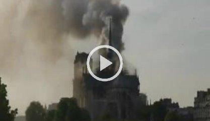 https://www.ragusanews.com//immagini_articoli/15-04-2019/1555349646-incendio-cattedrale-notre-dame-parigi-1-240.jpg