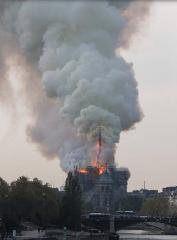 https://www.ragusanews.com//immagini_articoli/15-04-2019/1555349785-incendio-cattedrale-notre-dame-parigi-2-240.png