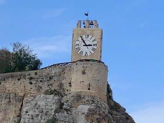 https://www.ragusanews.com//immagini_articoli/15-04-2019/modica-torre-orologio-e-giardini-visitabili-primo-maggio-240.jpg