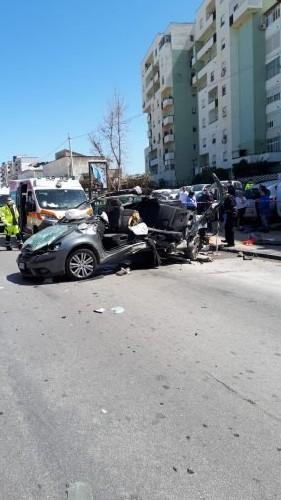 https://www.ragusanews.com//immagini_articoli/15-04-2020/un-morto-terribile-incidente-di-palermo-500.jpg