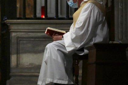 https://www.ragusanews.com//immagini_articoli/15-04-2021/ragusa-in-isolamento-sacerdote-positivo-al-covid-280.jpg