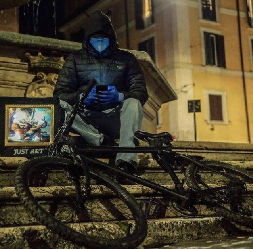 https://www.ragusanews.com//immagini_articoli/15-04-2021/sirante-e-tornato-in-bici-intervista-esclusiva-al-banksy-italiano-video-500.jpg