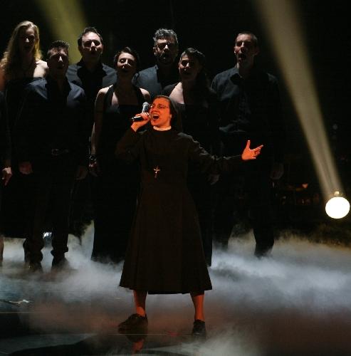https://www.ragusanews.com//immagini_articoli/15-05-2014/suor-cristina-scuccia-di-comiso-arriva-al-terzo-live-di-the-voice-500.jpg
