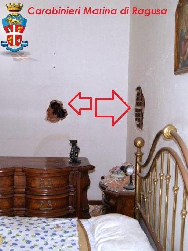 http://www.ragusanews.com//immagini_articoli/15-05-2014/tenta-il-buco-dal-tabaccaio-ma-il-colpo-non-gli-riesce-500.jpg