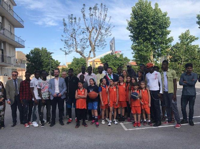 https://www.ragusanews.com//immagini_articoli/15-05-2018/ragusa-inaugurato-campo-basket-500.jpg