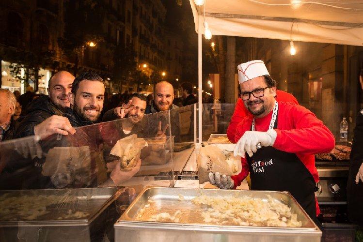 https://www.ragusanews.com//immagini_articoli/15-05-2018/street-food-fest-catania-programma-500.jpg