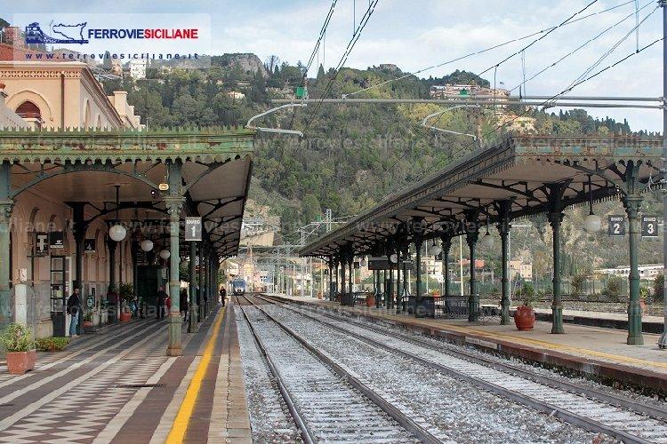 https://www.ragusanews.com//immagini_articoli/15-05-2018/visite-guidate-stazione-taormina-giardini-500.jpg