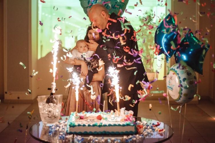 https://www.ragusanews.com//immagini_articoli/15-05-2021/battezzano-il-bambino-e-fanno-festa-con-50-persone-multati-500.jpg