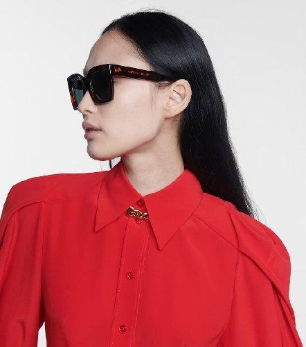 https://www.ragusanews.com//immagini_articoli/15-05-2021/occhiali-da-sole-il-modello-di-moda-e-quello-rettangolare-500.jpg