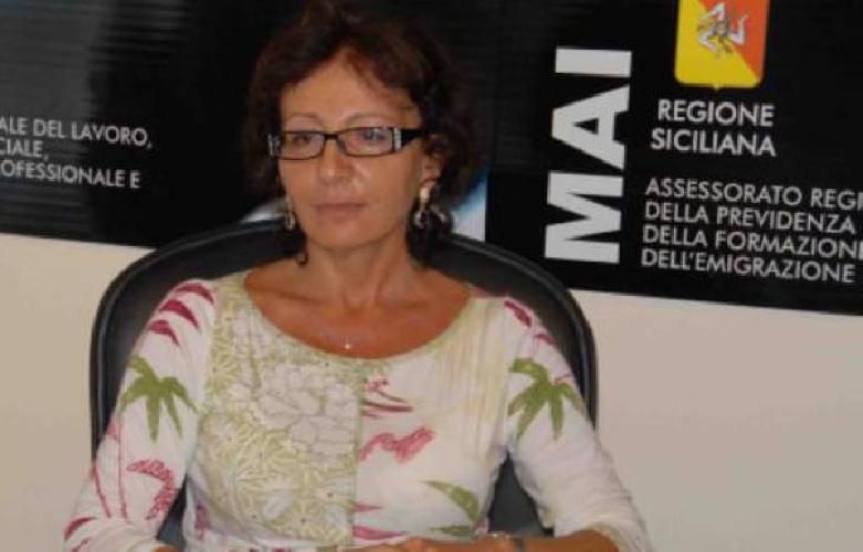 http://www.ragusanews.com//immagini_articoli/15-06-2017/dirigente-regione-siciliana-dato-mila-euro-stessa-500.jpg