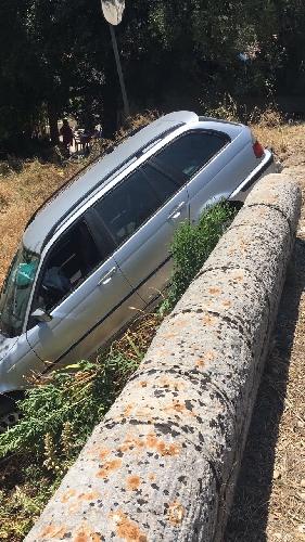 http://www.ragusanews.com//immagini_articoli/15-06-2017/ribalta-fiumara-ferito-conducente-station-wagon-500.jpg