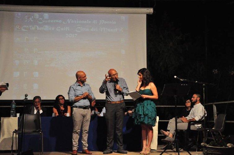 https://www.ragusanews.com//immagini_articoli/15-06-2018/concorso-poesia-chiaramonte-recordo-poesie-libri-500.jpg