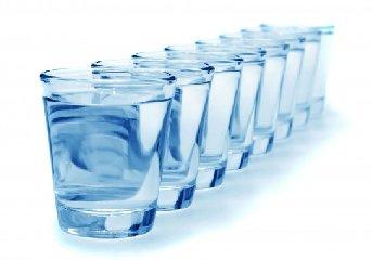 https://www.ragusanews.com//immagini_articoli/15-06-2019/dieta-8-bicchieri-di-acqua-perdere-4-kg-in-sette-giorni-240.jpg