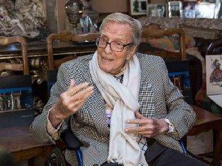 https://www.ragusanews.com//immagini_articoli/15-06-2019/e-morto-franco-zeffirelli-240.jpg