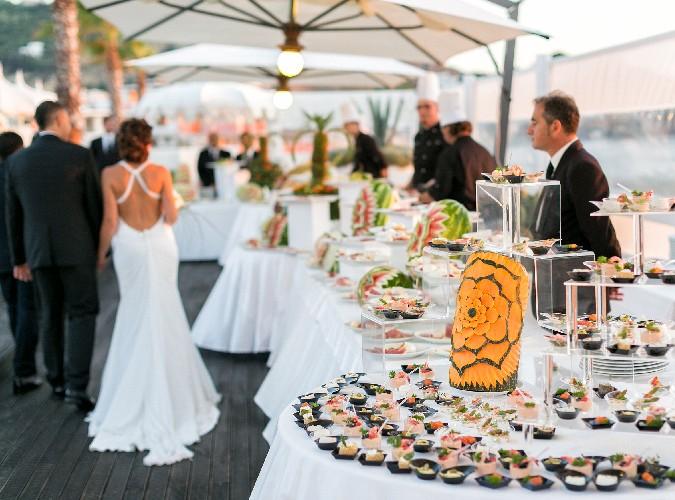 https://www.ragusanews.com//immagini_articoli/15-06-2020/matrimoni-buffet-cosa-cambia-nella-fase-due-500.jpg