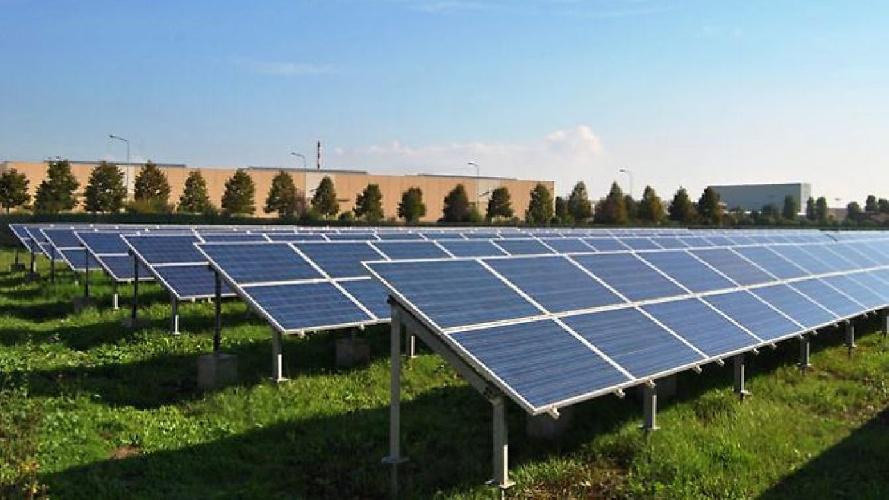 https://www.ragusanews.com//immagini_articoli/15-06-2021/pannelli-solari-al-posto-dei-campi-pagano-fino-a-30mila-euro-l-ettaro-500.jpg