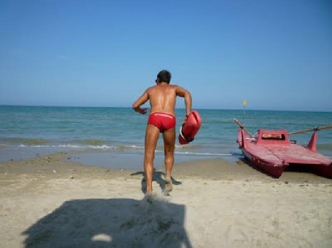 http://www.ragusanews.com//immagini_articoli/15-07-2014/bagnini-a-marina-di-modica-e-maganuco-500.jpg