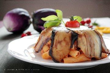 https://www.ragusanews.com//immagini_articoli/15-07-2018/camilleri-piatto-preferito-montalbano-pasta-ncasciata-240.jpg