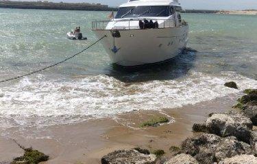 https://www.ragusanews.com//immagini_articoli/15-07-2018/sbatte-yacht-comprato-giorni-prima-sugli-scogli-240.jpg