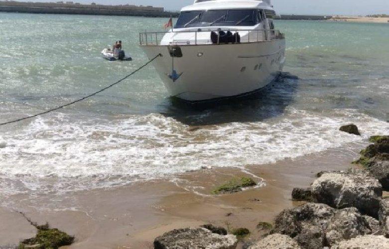 https://www.ragusanews.com//immagini_articoli/15-07-2018/sbatte-yacht-comprato-giorni-prima-sugli-scogli-500.jpg