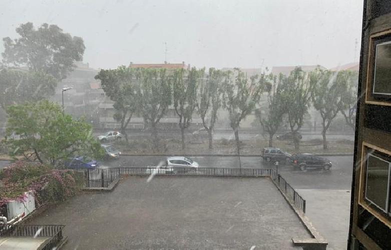 https://www.ragusanews.com//immagini_articoli/15-07-2020/ciclone-tropicale-a-catania-500.jpg