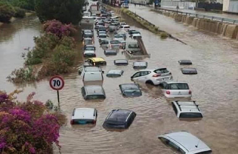 https://www.ragusanews.com//immagini_articoli/15-07-2020/temporale-a-palermo-due-persone-muoiono-annegate-in-auto-500.jpg