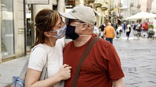 https://www.ragusanews.com//immagini_articoli/15-07-2021/15-luglio-9-morti-covid-in-italia-nessuno-in-sicilia-280.jpg