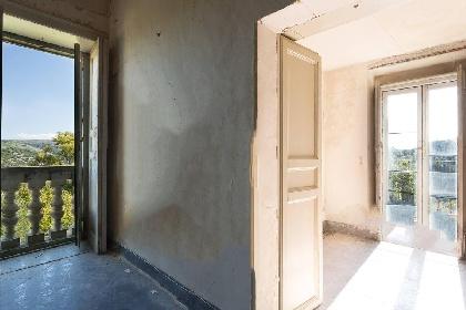 https://www.ragusanews.com//immagini_articoli/15-07-2021/1626366728-ragusa-il-fantasma-della-dama-e-il-castello-invenduto-foto-1-280.jpg