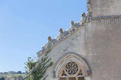 https://www.ragusanews.com//immagini_articoli/15-07-2021/1626366738-ragusa-il-fantasma-della-dama-e-il-castello-invenduto-foto-6-280.jpg