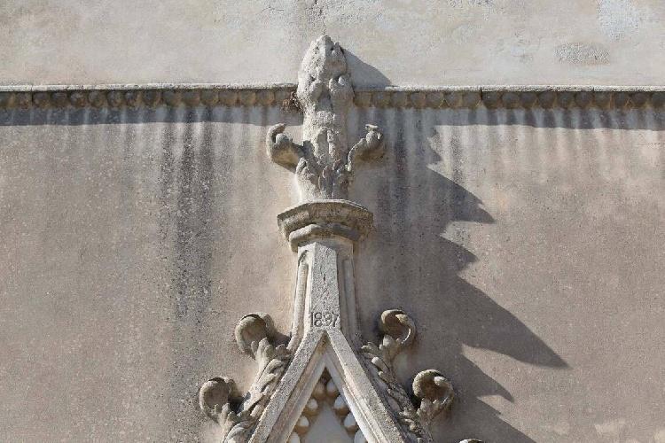 https://www.ragusanews.com//immagini_articoli/15-07-2021/1626366742-ragusa-il-fantasma-della-dama-e-il-castello-invenduto-foto-8-500.jpg