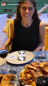 https://www.ragusanews.com//immagini_articoli/15-07-2021/l-attrice-valeria-solarino-mangia-scacce-modicane-a-ispica-280.jpg