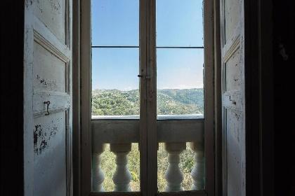 https://www.ragusanews.com//immagini_articoli/15-07-2021/ragusa-il-fantasma-della-dama-e-il-castello-invenduto-foto-280.jpg