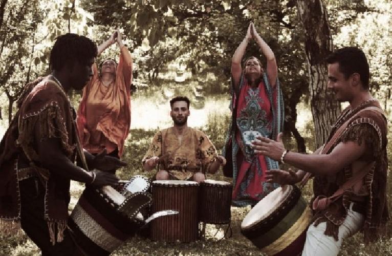 https://www.ragusanews.com//immagini_articoli/15-08-2014/bifalo-kouyate-e-loredana-carannante-in-concerto-a-ispica-500.jpg