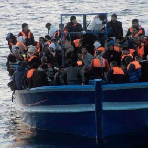https://www.ragusanews.com//immagini_articoli/15-08-2014/pozzallo-sbarco-arrestati-i-due-scafisti-500.jpg