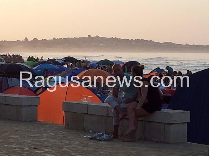 https://www.ragusanews.com//immagini_articoli/15-08-2014/sampieri-baia-del-vomito-500.jpg