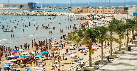 http://www.ragusanews.com//immagini_articoli/15-08-2017/arrestato-esaltato-aggrediva-passanti-marina-ragusa-240.jpg
