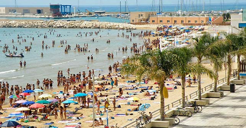 https://www.ragusanews.com//immagini_articoli/15-08-2017/arrestato-esaltato-aggrediva-passanti-marina-ragusa-500.jpg