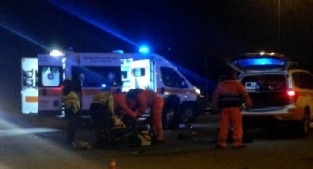 http://www.ragusanews.com//immagini_articoli/15-08-2017/incidente-autonomo-notte-vespista-rovina-terra-240.jpg