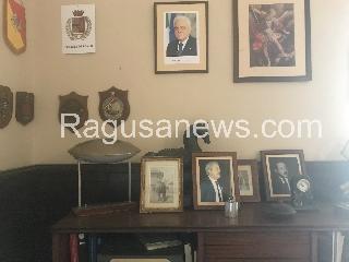 http://www.ragusanews.com//immagini_articoli/15-08-2017/ufficio-spunt-foto-mamma-montalbano-240.jpg