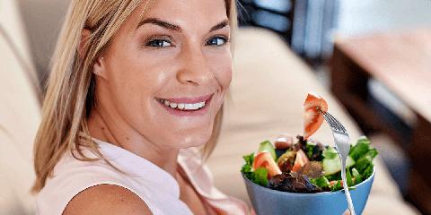 https://www.ragusanews.com//immagini_articoli/15-08-2019/dieta-e-menopausa-per-combattere-i-chili-di-troppo-e-il-gonfiore-240.png