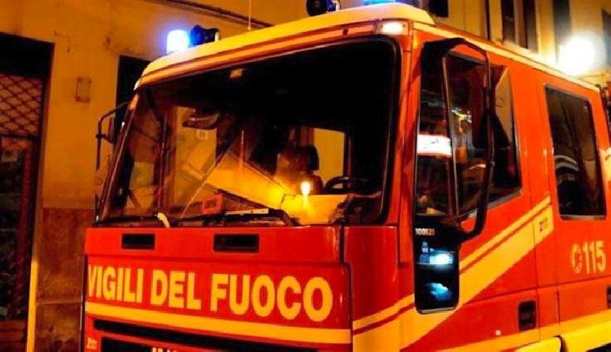 https://www.ragusanews.com//immagini_articoli/15-08-2019/e-ai-domiciliari-da-fuoco-all-appartamento-e-si-barrica-500.jpg
