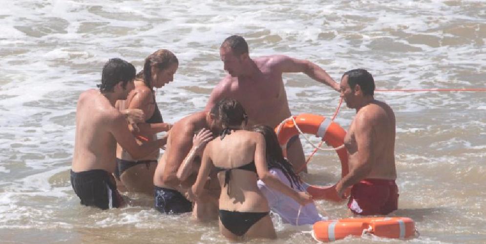 https://www.ragusanews.com//immagini_articoli/15-08-2019/vigilia-di-ferragosto-bimbo-salvato-da-annegamento-mare-di-montalbano-500.png