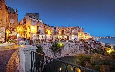 https://www.ragusanews.com//immagini_articoli/15-08-2020/crisi-da-covid-a-siracusa-chiusi-alcuni-alberghi-a-5-stelle-240.jpg