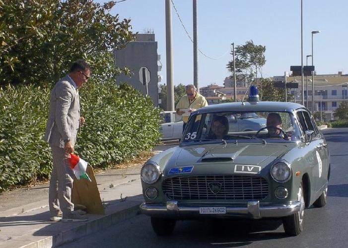 https://www.ragusanews.com//immagini_articoli/15-09-2014/autogiro-vince-amico-barbone-a-bordo-di-una-fiat-dino-2400-del-1972-500.jpg