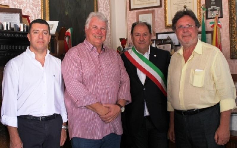 https://www.ragusanews.com//immagini_articoli/15-09-2015/delegazione-rotary-di-san-paolo-del-brasile-a-modica-500.jpg