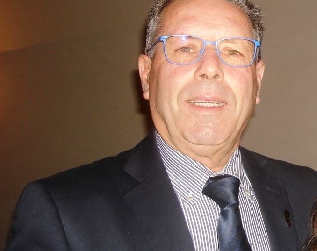 http://www.ragusanews.com//immagini_articoli/15-09-2015/suicidio-grillino-ad-acate-consiglio-sciolto-sindaco-resta-500.jpg