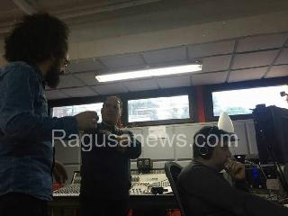 http://www.ragusanews.com//immagini_articoli/15-09-2017/prisoner-caparezza-ecco-lassolo-giovanni-nicosia-audio-240.jpg