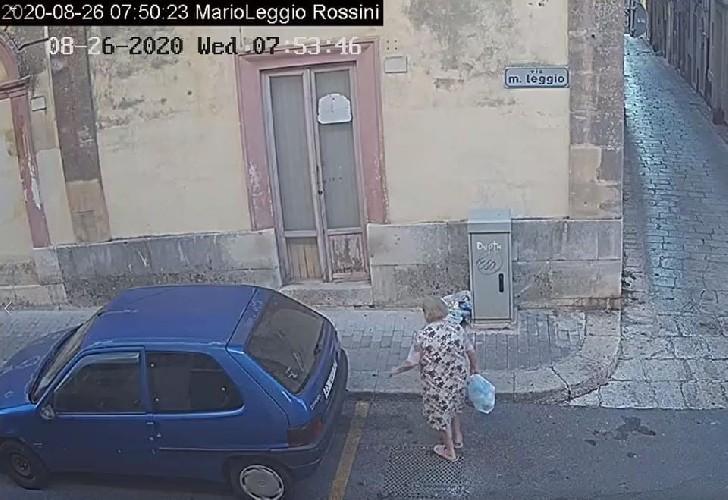 https://www.ragusanews.com//immagini_articoli/15-09-2020/1600168858-cassi-pubblica-le-foto-di-chi-abbandona-materassi-in-centro-a-ragusa-2-500.jpg