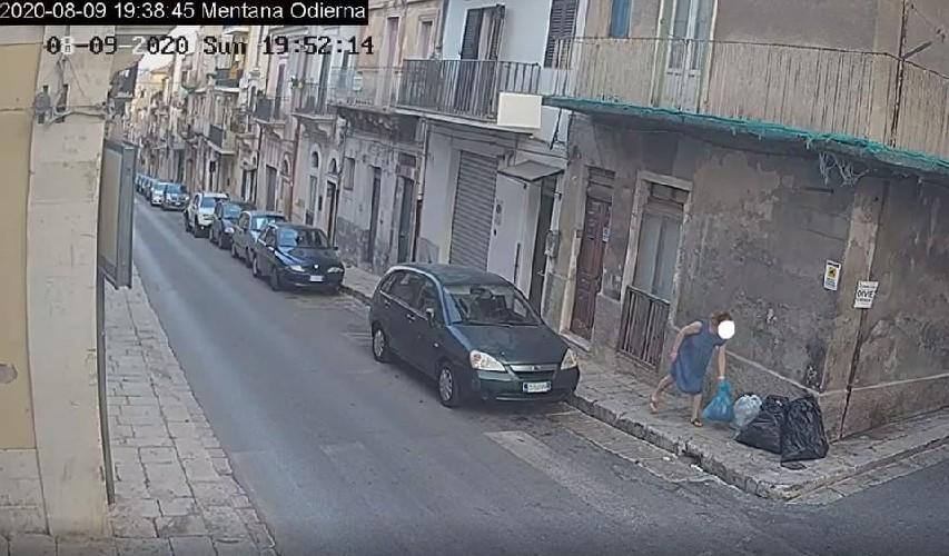 https://www.ragusanews.com//immagini_articoli/15-09-2020/1600168858-cassi-pubblica-le-foto-di-chi-abbandona-materassi-in-centro-a-ragusa-3-500.jpg